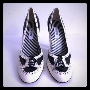 Moschino black and white oxford style pump